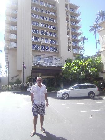 The New Otani Kaimana Beach Hotel: hotel entrance