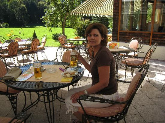 Alm- & Wellnesshotel Alpenhof: Ourtdoor patio enjoying a beer