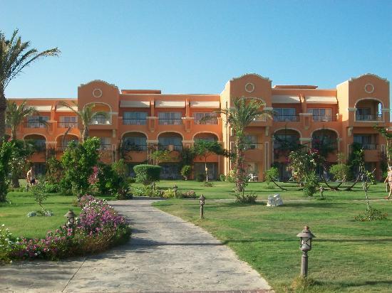 Caribbean World Resorts Soma Bay: path 2