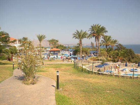 Rodos Princess Beach Hotel: vialetto principale del villaggio per le piscine