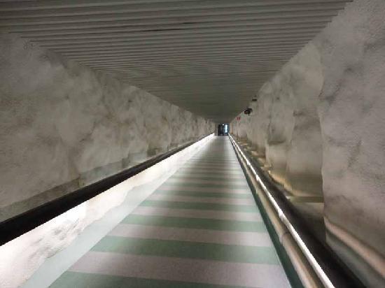 Hilton Helsinki Kalastajatorppa: Underground walkway connecting the two sections of the hotel