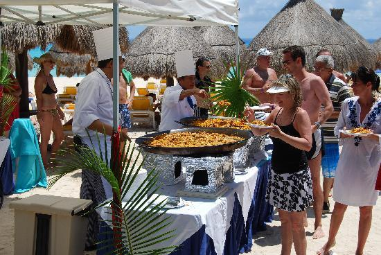 Iberostar Quetzal Playacar: Paella on the Beach