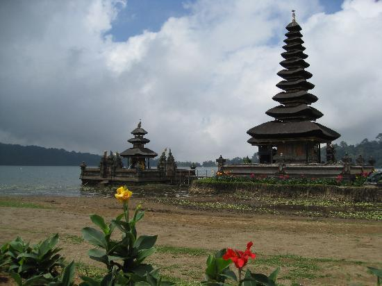 Atlantis International Bali: Temple sur le lac Bratan