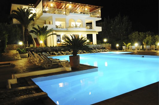 Glavas Inn: Pool area