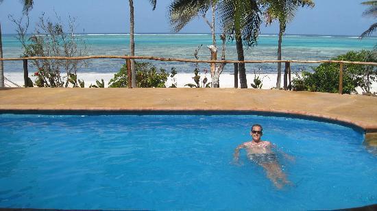 Kichanga Lodge: the pool