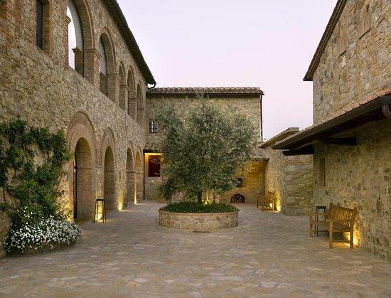 Hotel Le Fontanelle: Corte di ingresso