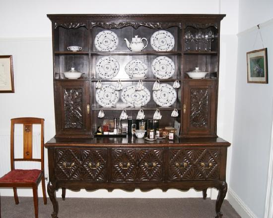 Plas Efenechtyd Cottage B&B: Welsh dresser