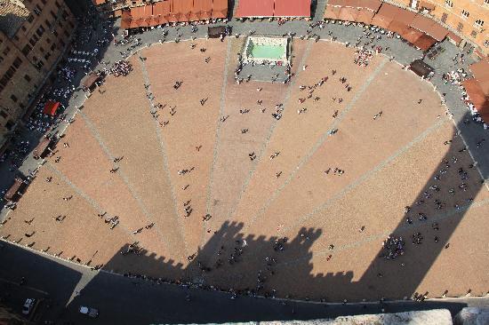ปิเอซ่า เดล แคมโป: Overhead pic of Piazza campo