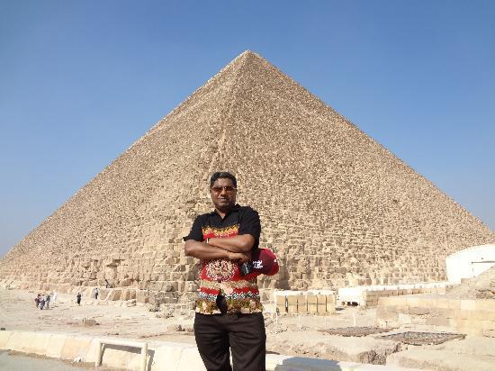 Hadeda Travel - Day Tours: At pyramid giza