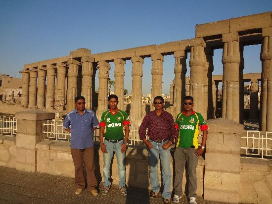 Hadeda Travel - Day Tours: In front of Luxor temple