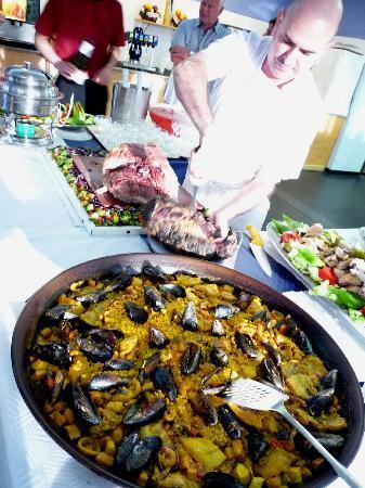 Hotel Ole Galeon Ibiza: Delicious paella (and roast beef) - yum!