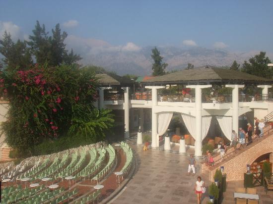 Limak Limra Hotel & Resort: ampitheatre/restaurant