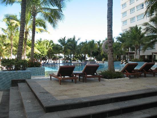Oasis Palm: Infinity pool