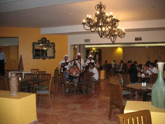 Oasis Palm: Band playing at the buffet