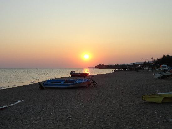 Ηλιοβασίλεμα στην παραλία μπροστά από Plaza Hotel, Αλεξανδρούπολη