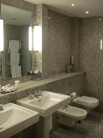 โรงแรมเฮย์มาร์เก็ต: Bathroom