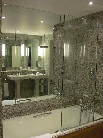 โรงแรมเฮย์มาร์เก็ต: Tub / Shower