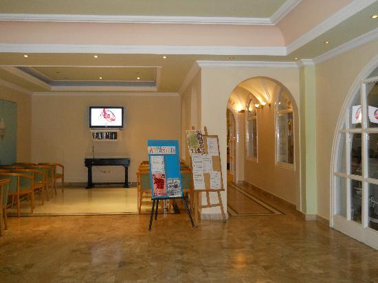 Mitsis Family Village Beach Hotel: Hotel