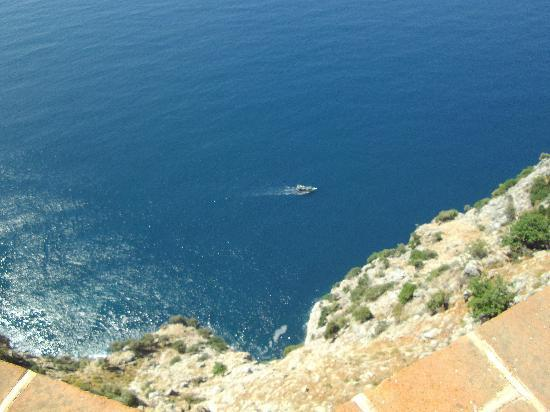 Alanya Kalesi (Castle): don,t lean too far over