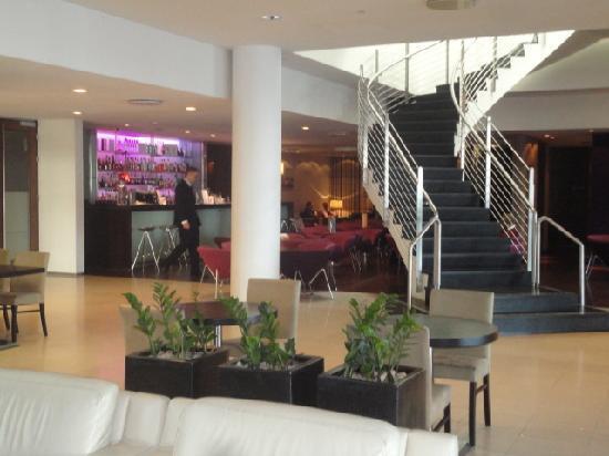 ฮิลตัน เรกยาวิก นอร์ดิกา: Lobby and bar