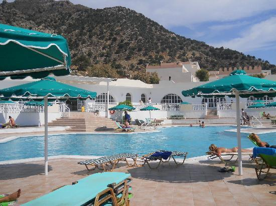 Mitsis Family Village Beach Hotel: Piscina