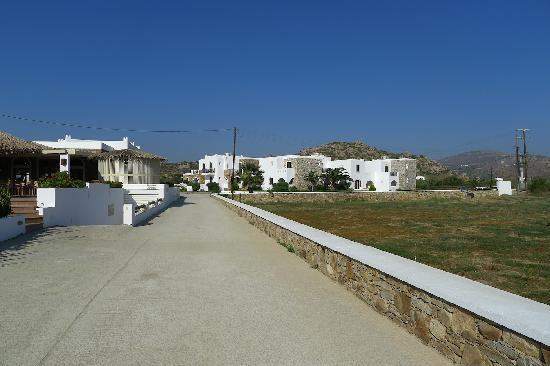 Plaza Beach Hotel: Main approach of hotel from beach