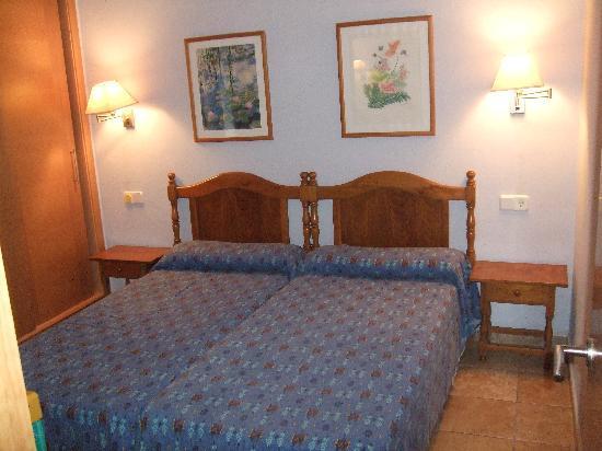 Galdana Gardens Apartments: Dormitorio