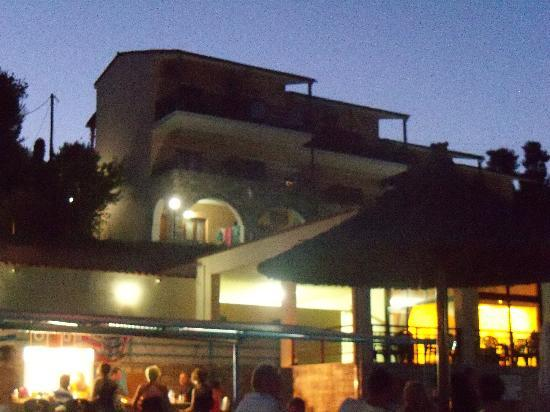 La Luna Hotel: Pool Bar at night