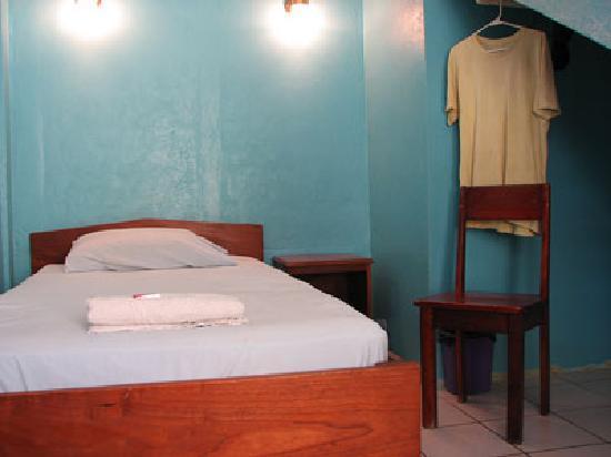 Tropicool Hotel: interior, room 7