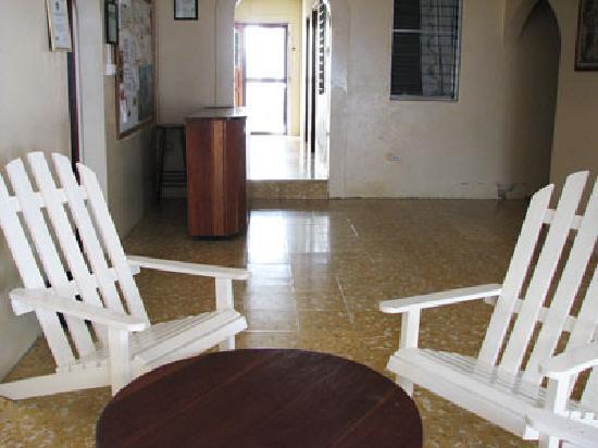 Tropicool Hotel: sitting area
