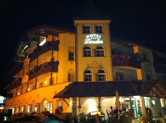 Hotel Linder: la sera in giardino