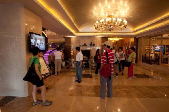 แกรนด์โนเบิล โฮเต็ล: Hotel lobby