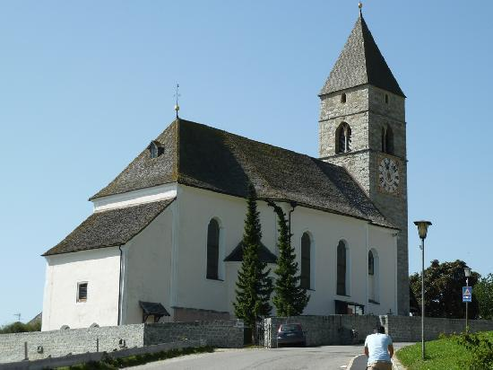 Familotel Alpenhof: Chiesa di Maranza a pochi passi dall'hotel