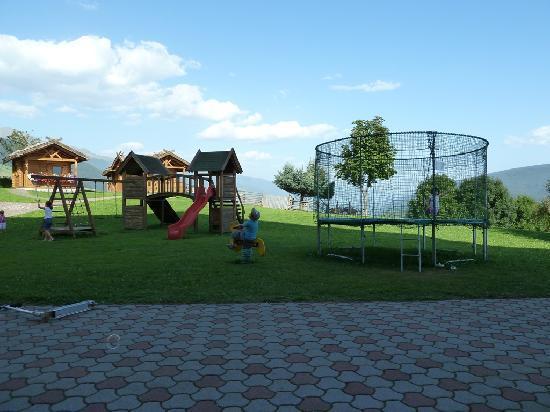 Familotel Alpenhof: Meraviglioso parco giochi esterno !!!!