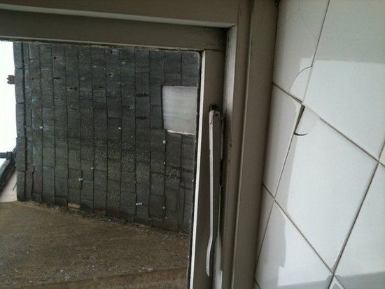 Unicorn Inn: Bathroom window