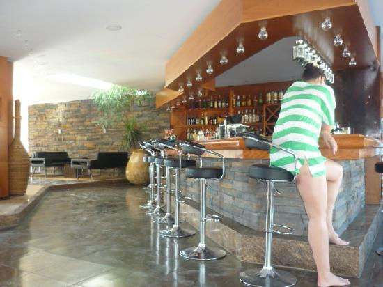 Lindos Gardens Resort Complex: Main Bar area - good seating area all around and outside in the courtyard