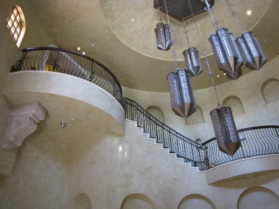 Joya Spa at Omni Scottsdale Resort: Lobby Staircase