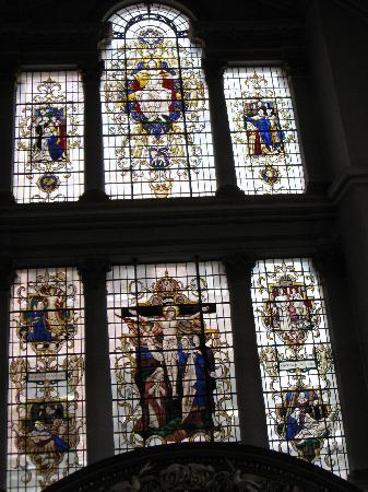 ลอนดอนเออร์บัน แอดเวนเจอส์: Stained glass in St. James Piccadilly