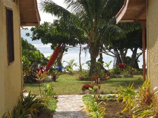Vakaloa Beach Resort: View form our room at the back..pretty good!