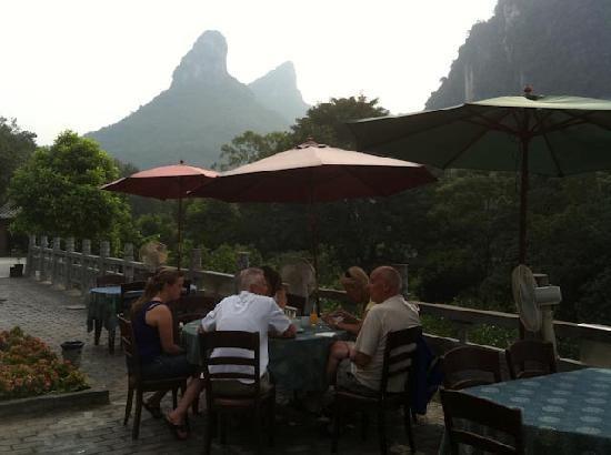 ลี ริเวอร์ รีทรีท: Breakfast on the terrace