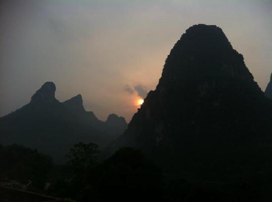 ลี ริเวอร์ รีทรีท: Sunrise from the rooftop terrace