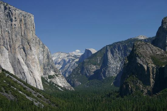 The Yosemite Valley from Tunnel View in close