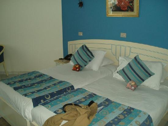 Dreams Beach Resort: The bed.