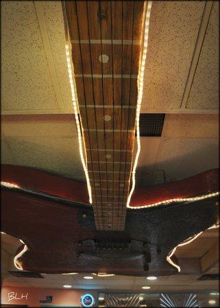 Tilt'n Diner: Interesting ceiling decor
