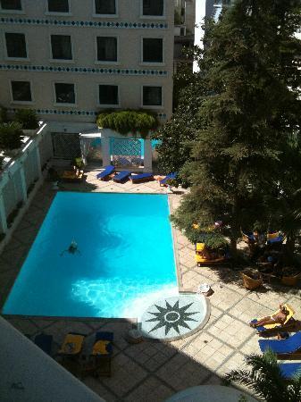 โรงแรมรอยัล โอลิมปิค: Pool