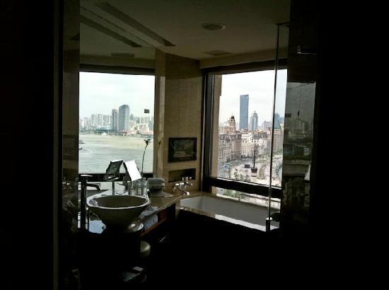 เลส์ สวีท โอเรียนท์ บันด์: Views from bathroom of Bund Studio