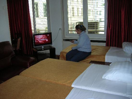 Residence St James: Habitación con tv plana