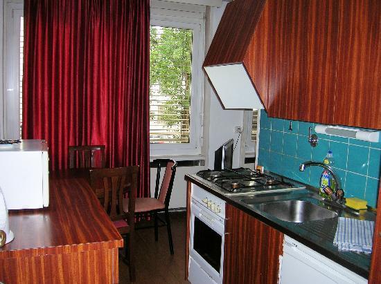 Residence St James: Cocina completa en la habitación