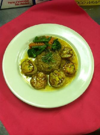 Hibiscus Restaurant: Pan seared day boat scallops with Caribbean mango sauce