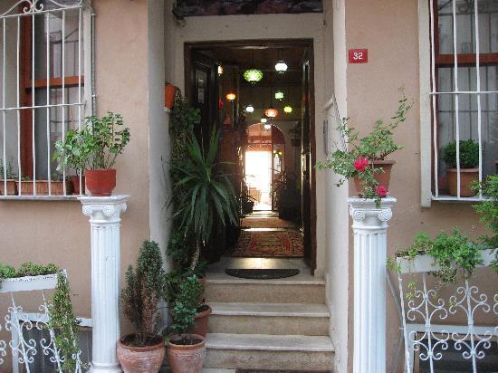 Mystic Hotel: entrance